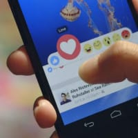 Test du bouton d'empathie (emojis) sur le réseau social Facebook